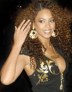 beyonce with dark maroon hair Curly Hair Weave Styles, Curly Weave Hairstyles, Natural Hair Styles, Short Hair Styles, Curl Styles, Hairstyle Men, Funky Hairstyles, Formal Hairstyles, Celebrity Hairstyles