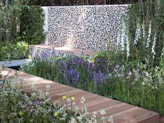 Savills Garden, Chelsea Flower Show 2007, designed by Marcus Barnett and Philip Nixon