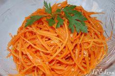 """Am vazut in piata morcovi frumosi noi, eco :) Si am zis sa fac aceasta reteta pentru site - foarte populara la mine acasa, i se spune tradus """"Morcov in stil coreian"""". Foarte buna salata pentru cei care tin dieta de slabire, merge foarte bine cu produse din carne si nu numai. Recomand cu incredere! Carrot Salad, Raw Vegan, Quick Meals, Carrots, Spaghetti, Goodies, Veggies, Eat, Ethnic Recipes"""