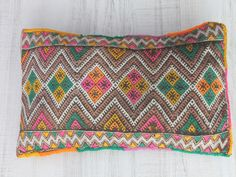 ethnic cushion berber. cojín étnico de colores. dar amïna shop
