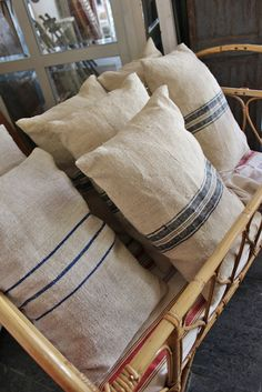 Old French linen cushions Pillow Storage, Window Seat Cushions, Zen Room, Diy Sofa, Linens And Lace, French Country Decorating, Home Textile, Furniture Makeover, Bedroom Decor