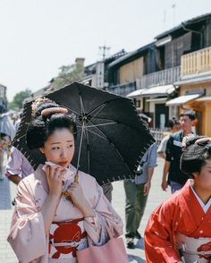 If you've ever wanted to walk along the streets of Japan and become immersed in its remarkable culture, Japanese photographer Takashi Yasuican help you get there. With his vibrant snapshots, the artist effortlessly transports viewers to various locations all across this breathtaking country. There are landscapes flooded by the sun's golden light, women dressed in …