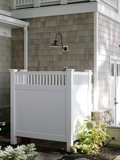 Home Remodel White Cabinets Coastal Decorating Style Outdoor Shower Ideas.Home Remodel White Cabinets Coastal Decorating Style Outdoor Shower Ideas Beach Diy, Outdoor Space, Outdoor Living, Outdoor Shower Inspiration, Outdoor Shower, Traditional Exterior, Lake House, Beach Cottages, Outside Showers