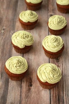 Light fluffy and spongey gluten-free vegan vanilla cupcakes with matcha green tea frosting. Beautifully golden cupcakes with a pale green velvety frosting. Perfect packages of deliciousness! Vegan Coconut Cake, Vegan Vanilla Cupcakes, Vegan Lemon Cake, Vegan Carrot Cakes, Vegan Cake, Gluten Free Cupcake Recipe, Vegan Gluten Free Desserts, Vegan Dessert Recipes, Cupcake Recipes