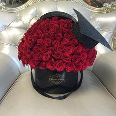Luxury Flowers, Love Flowers, Diy Flowers, Beautiful Flowers, Graduation Flowers, Graduation Party Decor, Flower Bouquet Diy, Floral Bouquets, Flower Box Gift