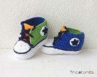 Allstar de ganchillo multicolor Patucos para bebes de crochet de color azul, verde y naranja.
