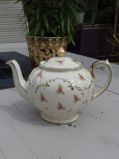Sadler Teapot Rose buds & gold trim full size #40