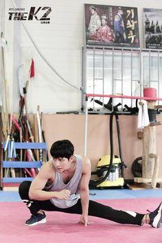 Ji Chang Wook >' '< hard work for action scenes, 2016 Ji Chang Wook Abs, Ji Chang Wook Healer, Ji Chan Wook, Asian Actors, Korean Actors, Korean Dramas, The K2 Korean Drama, Saranghae, Empress Ki