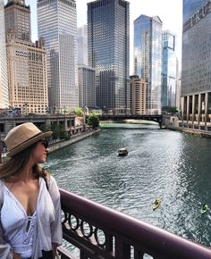 There's nothing quite like summertime in Chicago. The Riverwalk, fireworks above the lake, rooftops and patios, and festivals galore!If you're planning a trip to the Windy City during the summer months, check out this travel guide on things to do in Chicago while you're visiting! You defini