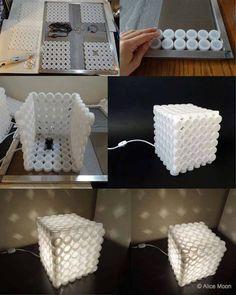Abajur feito com tampa de garrafas