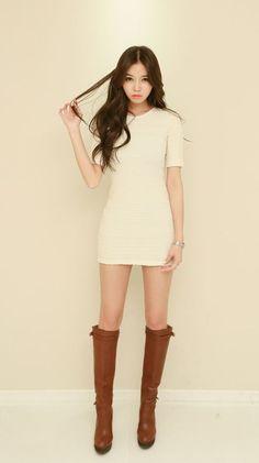 Korean Fashion – How to Dress up Korean Style – Designer Fashion Tips Korean Fashion Online, Korean Fashion Casual, Korean Fashion Trends, Korean Street Fashion, Asian Fashion, Fashion Models, Girl Fashion, Womens Fashion, Girls In Mini Skirts