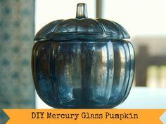 Glass Pumpkins, Fall Pumpkins, Halloween Pumpkins, Pumpkin Topiary, Diy Pumpkin, Holidays Halloween, Halloween Crafts, Spray Painting Glass, Looking Glass Spray Paint