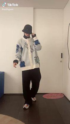 K-pop Music, Hip Hop Dance Videos, Dance Choreography Videos, Cute Korean, Korean Men, K Pop, Anne White, Cool Dance Moves, Dance Kpop