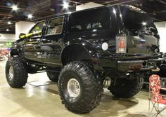 jacked up | Jacked Up 2001 Ford Excursion Rear View
