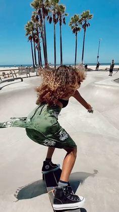 Beginner Skateboard, Skateboard Videos, Skateboard Girl, Skate Gif, Skate Park, Skates, Surfer Girl Style, Hula Girl, Skater Girls