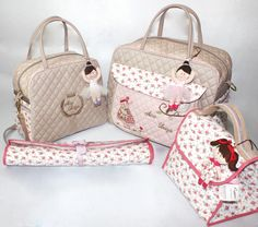 Kit maternidade www.puppen.com.br Patchwork Bags, Quilted Bag, Paper Purse, Kit Bebe, Big Bags, Baby Accessories, Cute Kids, Baby Items, Louis Vuitton Damier