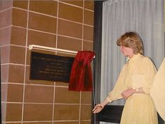 Princess Diana was visiting Alice Springs with Prince Charles Northern Territory 21 March 1983 International Charities, Ayers Rock, Camilla Parker Bowles, Old Flame, Lady Diana Spencer, British Monarchy, Prince And Princess, Prince Of Wales, Happy Marriage