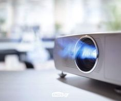 When using a projector, we often have to connect it with a cable. Now you can wirelessly connect your Android phone to a projector without a cable. Whiteboard, Best Cheap Projector, Tv Set Up, Cool Pictures, Cool Photos, Connect, Movie Projector, Projector Ideas