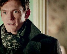 (gif) BUT THE WAY HE LOOKS AT MOLLY BEFORE HE NOTICES TOM! << WAIT...... HE'S MAKING THAT FACE AT MOLLY?! AAAW!!