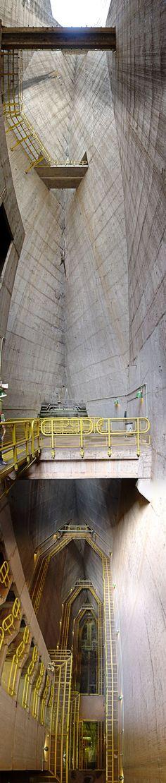 ♥ Itaipu Dam, 196m in height (643ft)