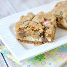 Graham Crust topped with creamy cheesecake filling and Chocolate Chip cookie. Don't forget the fun pastel candy!