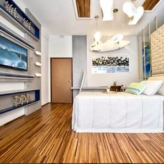 Um quarto de surfista cheio de estilo! Essa foi a proposta da arquiteta Helen Giacomitti para este ambiente na Casa Cor Paraná. O piso de madeira Legno Cumaru trouxe personalidade e calor ao ambiente!!! #ulishop #ulishopTEM #vistasuacasa #arquitetura #arquiteto #architect #instaarch #architecture #decor #decoração #design #inspiração #casa #revestimento #acabamento #home #homeideas #designinteriores #construção #reforma #indusparquet @indusparquet #madeira #piso by ulish0p