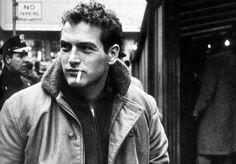 Una faceta destacada del actor y director Paul Newman fue la solidaridad, puesto que creó una línea de aliños para ensaladas que se convirtió en una gran empresa, donando desde el principio todos los beneficios a caridad. Biografía de Paul Newman en http://www.fotonostra.com/albums/celebres/paulnewman.htm.