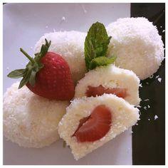Zéró cukor, semmi liszt: Világbajnok ez az epres túrógombóc! - Ripost Healthy Sweets, Healthy Recipes, Elo, Raspberry, Strawberry, Vegan Vegetarian, Sushi, Food And Drink, Pudding