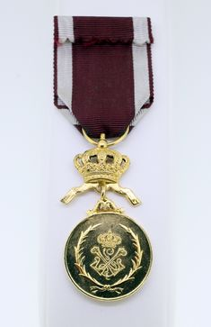 VINTAGE BELGIUM WORK AND PROGRESS MEDAL with RIBBON-USED-SMALL MARK ON FRONT-FREE POSTAGE WORLDWIDE