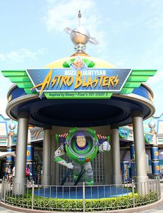 Hong Kong Disneyland Astro Blasters in Tomorrowland. This is the place both me and my son want to visit. Disney Events, Disney Go, Tokyo Disney Sea, Disney World Florida, Disney Parks, Disneyland Tips, Disneyland Resort, Disneyland Paris, Disney Hong Kong