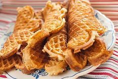 Pappas beste vafler – når far skulle fikse kaffekosen Danish Food, Waffles, Food And Drink, Baking, Breakfast, Stapler, Morning Coffee, Bakken, Waffle