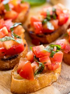 Authentic Italian Bruschetta is a classic appetizer that people absolutely love. Authentic Italian Bruschetta is a classic appetizer that people absolutely love. Learn all the little tricks for making the perfect bruschetta. Italian Bruschetta Recipe, Bruschetta Recept, Bruschetta Dip, How To Make Bruschetta, Cooking Recipes, Healthy Recipes, Cooking Games, Cooking Classes, Healthy Food