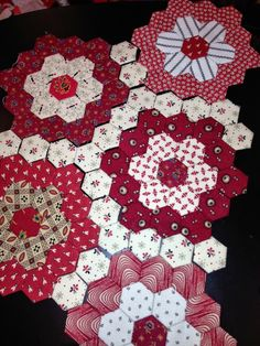 I love the double layer of hexagons in each 'flower' and the consistent connecting fabric.