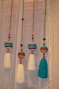 Pascuala Deco::Colorful Yarn and Thread Pulls. Pom Pom Crafts, Yarn Crafts, Diy And Crafts, Arts And Crafts, Diy Tassel, Tassels, Fabric Jewelry, Handicraft, Wind Chimes