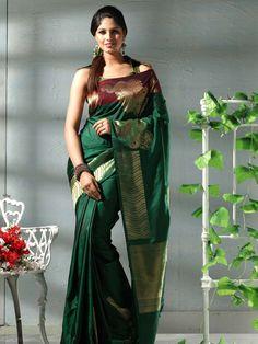 kerala wedding saree Indian Beauty Saree, Indian Sarees, Silk Sarees, Kerala Wedding Saree, Saree Wedding, Wedding Dresses, Indian Dresses, Indian Outfits, Bridal Silk Saree