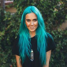 I think this is my next hair color Aqua Hair, Turquoise Hair, Green Hair, Bright Blue Hair, Fox Hair Dye, Dye My Hair, Hair Dye Colors, Cool Hair Color, Color Fantasia