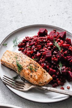 An easy vegan dish of beet + dill infused lentils to welcome spring and say farewell to winter. Recipe and nutritional highlights! Lentil Dishes, Vegan Dishes, Clean Eating Recipes, Healthy Eating, Healthy Recipes, Easy Recipes, Healthy Food, Food Photography Tips, Beets