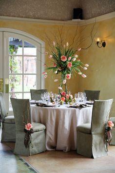Norah Burrows, Fleurs de France, elegant, dramatic tablescape, neutrals w/ light pink florals