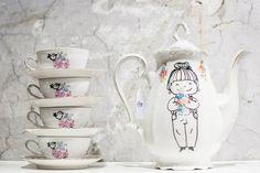 Creatively hand painted vintage cups and pots by Bo designs // Amazing! Porcelain Ceramics, Ceramic Art, Tea Holder, Tea Riffic, Custom Plates, Teapots And Cups, Teacups, Sharpie Art, Vintage Cups