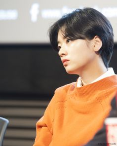 Short Hair With Bangs, Cute Hairstyles For Short Hair, Girl Short Hair, Short Hair Styles, Pixie Hairstyles, Cute Emo Boys, Cute Korean Boys, Ulzzang Tomboy, Brown Pixie Hair
