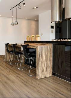 Rigid Core XL PVC | 8700 | Gelasta BV | - Hout licht bruine PVC vloer met een warme uitstraling. Toepasbaar in een Landelijk, Klassiek & Modern interieur.