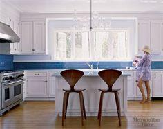 Blue glass tile backsplash White Kitchen Photos - Pictures of White Kitchens - ELLE DECOR Subway Tile Backsplash, Kitchen Backsplash, Kitchen Cabinets, Subway Tile Colors, Blue Subway Tile, Home Design, Küchen Design, Design Ideas, Sweet Home