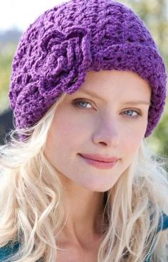This very wearable crochet hat style will have you looking superb even if the weather is nasty. It does not  take long to make, so crochet it in a wardrobe of colors or make it for gifting. ༺✿Teresa Restegui http://www.pinterest.com/teretegui/✿༻
