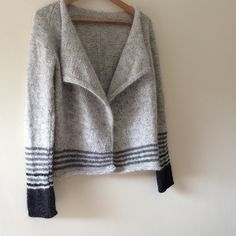 Ravelry Ravelry: Project Gallery for Audrey Cardigan pattern by Isabell Kraemer - Intermediate: pattern uses YON and YRN abbreviations Knitting Designs, Knitting Stitches, Knitting Projects, Hand Knitting, Knitting Tutorials, Loom Knitting, How To Purl Knit, Cardigan Pattern, Pulls
