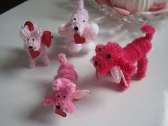 Creative Breathing: A Pipecleaner Pooch Tut for You! Creative Breathing: A Pipecleaner Pooch Tut for You! Pipe Cleaner Projects, Pipe Cleaner Art, Pipe Cleaner Animals, Pipe Cleaners, Cute Crafts, Diy And Crafts, Crafts For Kids, Arts And Crafts, Valentine Crafts