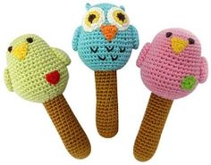 These adorable Yellow Label Kids Organic Bird Rattles are made for babies to chew and slobber all over, and you'll rest easy knowing they are made with organic bamboo yarn. Crochet Gratis, Crochet Amigurumi, Knit Or Crochet, Cute Crochet, Crochet For Kids, Crochet Dolls, Crochet Baby Toys, Crochet Animals, Knitted Baby