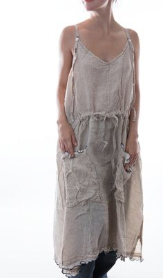Based in Fredericksburg, Texas, Magnolia Pearl is the creation of Robin Brown, a clothing line composed of vintage fabrics and laces. This unique layered look i Modest Dresses, Simple Dresses, Beautiful Dresses, Magnolia Pearl, Boho Outfits, Vintage Outfits, Fashion Outfits, Ropa Shabby Chic, Boho Chic
