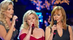 Country Music Lyrics - Quotes - Songs Trisha yearwood - Reba Delivers Heavenly Hymn 'Softly And Tenderly' With Trisha Yearwood Best Country Music, Country Music Lyrics, Country Music Videos, Country Music Stars, Country Songs, Gospel Music, Music Songs, Kelly Clarkson Songs, Jules Supervielle
