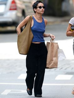 Claire Danes Works Out in N.Y.C., Plus Harrison Ford, Ellen Pompeo & Chris Ivery and More Zoe Kravitz Style, 90s Fashion, Fashion Outfits, Casual Outfits, Cute Outfits, Casual Dresses, Mein Style, Mode Streetwear, Looks Style