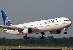 N66056 United Airlines Boeing 767-400ER
